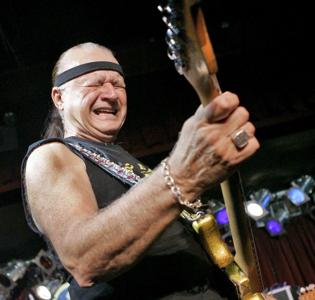 Dick Dale, légende du surf guitare, est mort à 81 ans